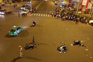 Nữ tài xế lái BMW gây tai nạn khai do vướng quai giày cao gót