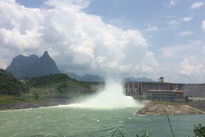Hồ Tuyên Quang mở 2 cửa xả đáy