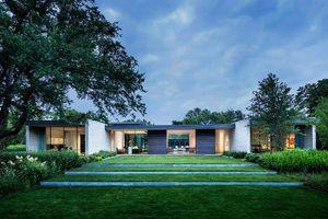 Mê tít ngôi nhà có cỏ xanh mọc khắp lối