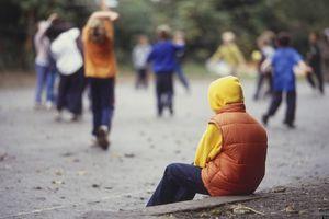 Điều khủng khiếp khi trẻ em, thanh thiếu niên đối mặt với cô đơn