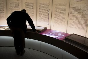 Bảo tàng Kinh Thánh loại bỏ những cuộn giấy Biển Chết giả