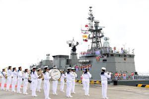 Chiến hạm của Trung Quốc, ASEAN rầm rập 'quần thảo' trên Biển Đông