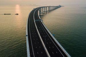Cận cảnh cầu vượt biển dài nhất thế giới