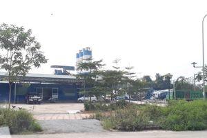 Trạm trộn bê tông, nhà máy gạch 'vô tư' xây dựng trên đất dự án ĐHQG Hà Nội