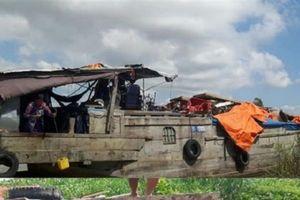 Hải quan mật phục, bắt giữ hai ghe vận chuyển 100 tấn phế liệu trái phép