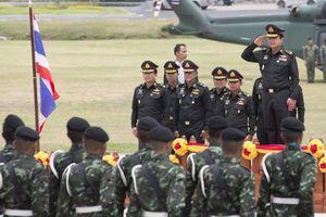 Tổng tham mưu trưởng quân đội Thái Lan dọa đảo chính để dẹp tan 'bạo loạn'