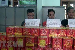 Bắt 3 đối tượng có hành vi mua bán trái phép 126 bánh pháo hoa