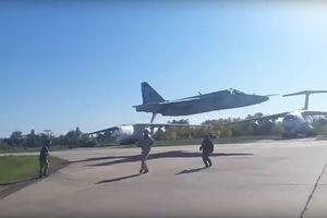 Thót tim xem cường kích SU-25 bay gần chạm đất