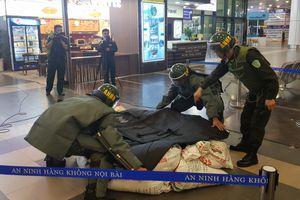 Ly kỳ xem gỡ bom, mìn tại sân bay Nội Bài
