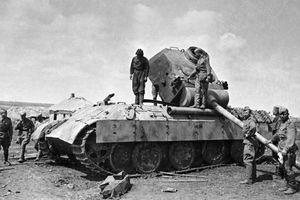 Bí mật: Hạ được xe tăng, mỗi lính Hồng Quân được thưởng 500 rúp