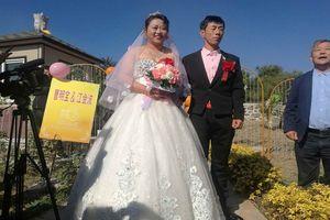Cặp đôi tổ chức lễ cưới ở nghĩa trang gây sốc