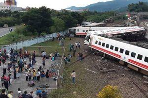 Video vụ tàu hỏa Đài Loan trật đường ray: 8 người của cùng một gia đình đều thiệt mạng