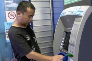 Bắt giữ đối tượng người nước ngoài mang thẻ ATM giả sang Lào Cai rút tiền