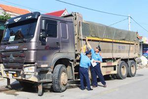 Đoàn xe bị phát hiện chở quá tải, lái xe rủ nhau... bỏ trốn