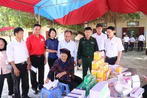 Hải Phòng: Trao tặng tủ thuốc cho tàu vươn khơi