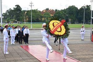 Sinh viên Thủ đô làm lễ báo công dâng Bác