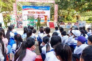 'Ấm tình quân dân' tại Lạc Sơn, Hòa Bình