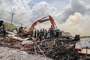 Cháy lớn tại nhà kho Công ty Nông Trại Xanh ở Bình Định