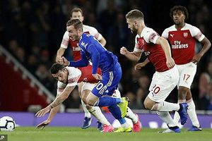 Thắng ngược Leicester, Arsenal vào top 4