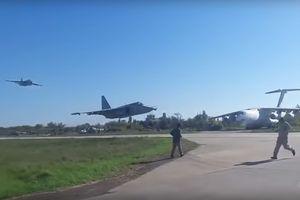 Đứng tim nhìn 2 chiến cơ Su-25 bay sát mặt đất mà không va chạm