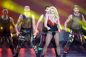 Britney Spears mặc đồ lót biểu diễn ở Texas