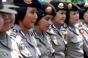 Nỗi ám ảnh của những cô gái phải khám trinh tiết nếu muốn làm cảnh sát ở Indonesia