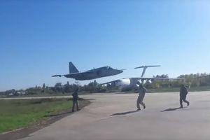 Thót tim xem phi công Su-25 biểu diễn tuyệt kỹ bay sát sạt mặt đất