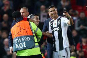 Old Trafford vẫn từng ngày nhớ Ronaldo