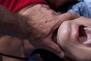 Cô giáo nghi bị nhân tình đâm trong phòng ngủ