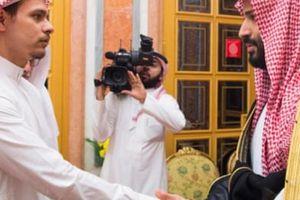 Cái nhìn tóe lửa giữa con trai nhà báo Khashoggi và Thái tử Ả Rập