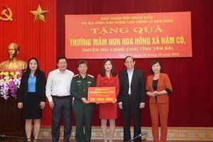 Báo Quân đội nhân dân trao 300 triệu đồng tặng ngành Giáo dục tỉnh Yên Bái