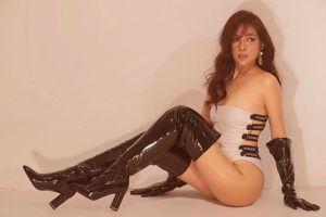 'Bỏng mắt' với bộ ảnh sexy của Khả Như