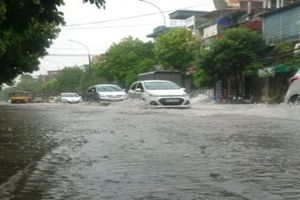 Mưa lớn khiến nhiều tuyến đường ở Thanh Hóa biến thành sông