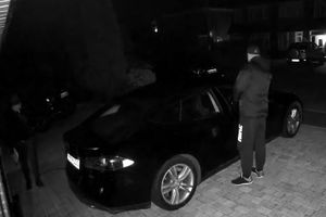 Choáng với clip trộm xe ô tô nhanh gọn do 'lỗ hổng' của khóa thông minh