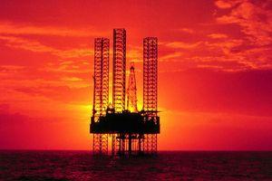 Saudi Arabia sẵn sàng tăng cung, giá dầu sụt 4%