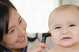 Bấm lỗ tai cho trẻ nhỏ quá sớm nguy cơ biến chứng nguy hiểm