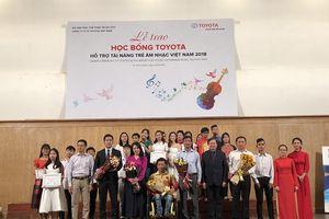 Toyota trao tặng 85 suất học bổng cho học sinh, sinh viên trường âm nhạc