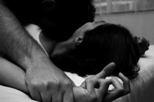 Hiếp dâm nữ sinh lớp 10 bất thành, dùng đá đánh mù mắt