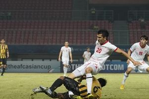 Cầu thủ U19 Malaysia vào bóng kinh hoàng khiến đối phương gãy chân