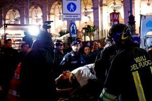 Sập thang cuốn ở nhà ga làm hơn 20 người bị thương