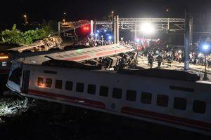 Vụ tàu Đài Loan trật đường ray, lái tàu liên tục phanh gấp