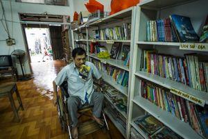 Thư viện của 'thầy giáo' ngồi xe lăn