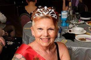 70 tuổi vẫn đam mê nhảy thoát y, cụ bà khiến người đối diện trầm trồ vì thân hình thon gọn quyến rũ