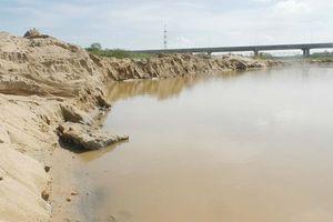 Cát tặc' tung hoành trên sông Thu Bồn Quảng Nam – Bài 2: 'Cát tặc' hoạt động mạnh ở vùng giáp ranh