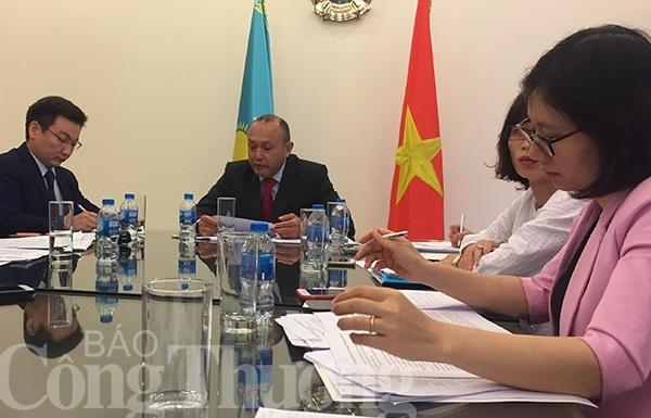Kazakhstan mời các doanh nghiệp Việt Nam đến đầu tư và làm việc