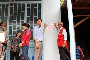 Tặng 5 căn nhà Chữ thập đỏ cho hộ nghèo