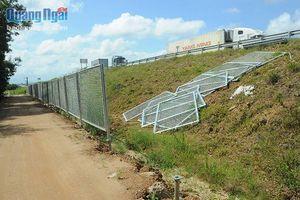 Đường cao tốc Đà Nẵng-Quảng Ngãi:Hệ thống lưới chắn thi công dang dở