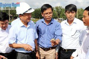 Chủ tịch UBND tỉnh Trần Ngọc Căng làm việc với lãnh đạo huyện Mộ Đức