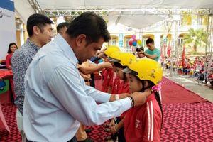 Trao tặng 500 mũ bảo hiểm đạt chuẩn cho học sinh Vĩnh Phúc
