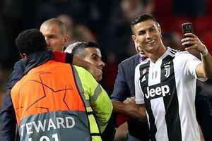 Hành động đẹp của Ronaldo